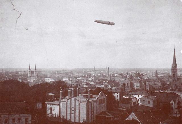 Przelot sterowca nad Bydgoszczą w 1913 roku. Nie wiadomo, czy ktoś fotografował z niego miasto, ale to niewykluczone