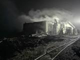 Strażacy walczyli cztery godziny z pożarem. Budynek spłonął doszczętnie