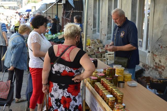 Zobaczcie, jak minął sobotni poranek na targowisku przy ul. Owocowej w Zielonej Górze.