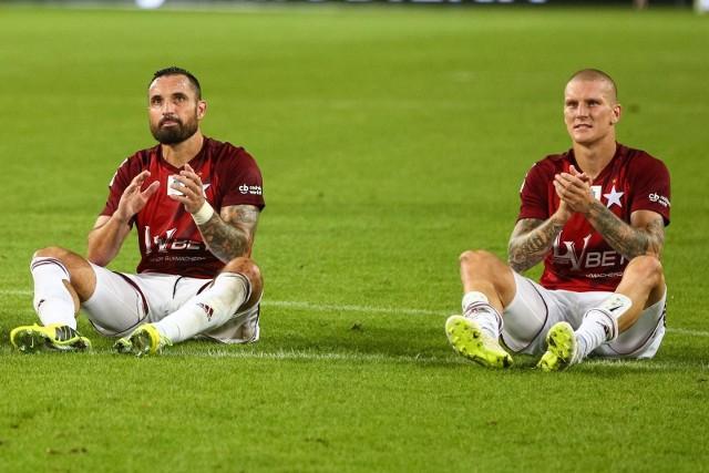 O bardzo doświadczonych piłkarzach mówi się, że ich czas dobiega końca. W Ekstraklasie jednak są oni jak wino, dlatego nic dziwnego, że wciąż są mocnymi punktami swoich zespołów. Znani praktycznie każdemu kibicowi, wykazują się boiskową inteligencją i dużymi umiejętnościami. Cieszą się szacunkiem każdego fana Ekstraklasy. Oto najstarsi zawodnicy w Lotto Ekstraklasie. Zestawienie dotyczy tylko tych piłkarzy, którzy mają na koncie choć jedno rozegrane spotkanie w obecnym sezonie (stan na październik 2018).