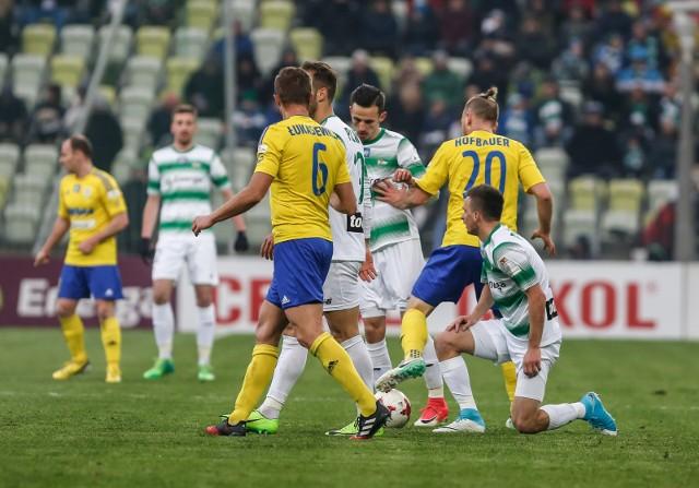 17.04.2017 Sławomir Peszko (z prawej) i Rafał Wolski (w środku) podczas ligowego meczu Lechii Gdańsk z Arką Gdynia