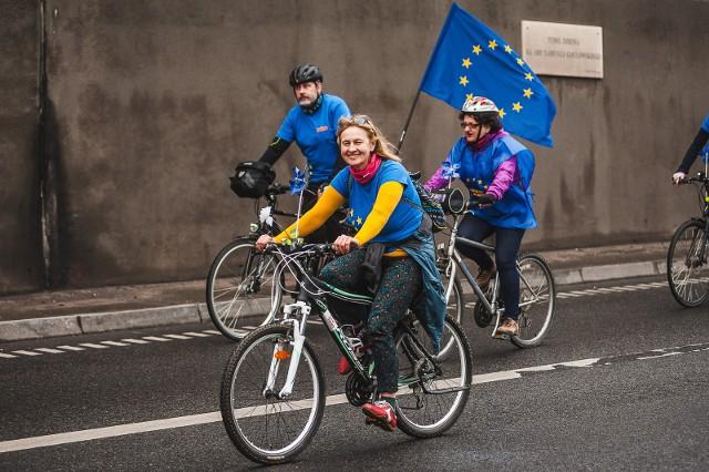 W 3. rocznicę otwarcia, tunelem po raz kolejny przejechali rowerzyści.