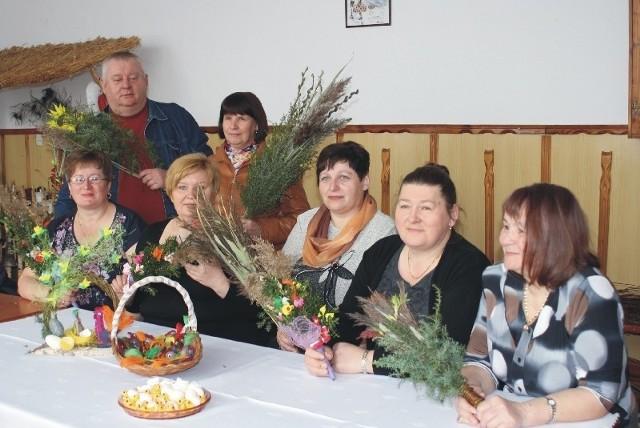 Szef KGW Jan Wilk, Anna Malec, Barbara Oziembły, Jadwiga Marek, Maria Szczygieł, Zofia Żołyniak i Janina Romanowska
