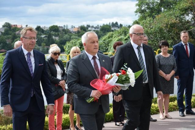 Obchody 82. rocznicy wybuchu II wojny światowej pod Pomnikiem Wdzięczności ku czci Chrystusa Króla w Sępólnie