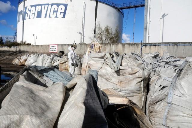 Karę w wysokości ponad 8 mln zł na Port Service nałożono za to, że niezgodnie z przepisami przetrzymywał na swoim terenie ziemię sprowadzoną z Ukrainy, zawierającą toksyczne HCB