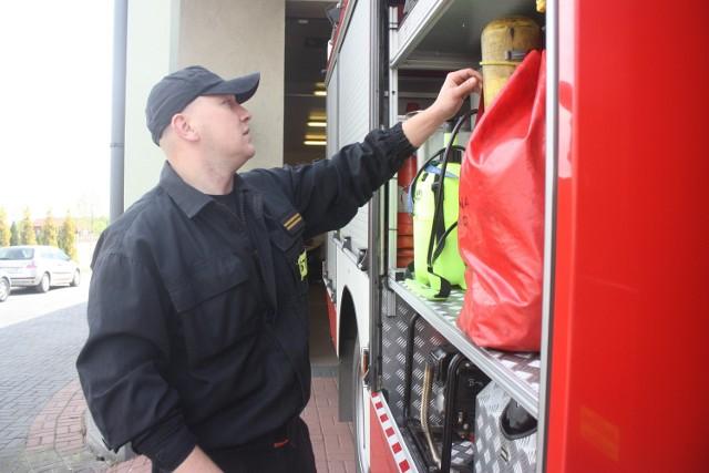 Strażak Jacek Apostolski wykazał się bohaterstwem i uratował ofiarę wypadku