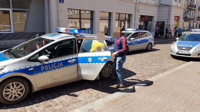 W środę około godziny 9 na terenie budowy domu w miejscowości Dębczyno pod Białogardem znaleziono zmasakrowane ciało mężczyzny. Na miejscu błyskawicznie pojawiła się policja oraz pogotowie, w drodze jest również prokurator. Niebawem więcej informacji na ten temat.Zobacz także: Dzik znów terroryzuje mieszkańców Białogardu - interweniowała policja!