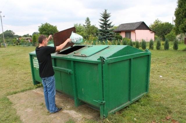 Teren ogródków przy Rybaczówce ma około 30 hektarów. Działkowicze uważają, że jeden śmietnik na tak dużą okolicę to stanowczo za mało.