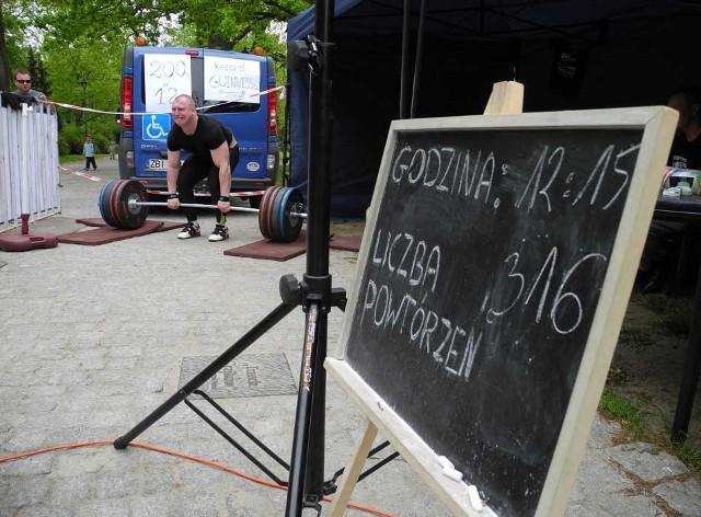 Przemysław Marczewski bije rekord Guinnessa w Koszalinie