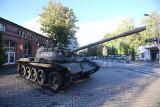 Przed kopalnią Wujek w Katowicach stanął czołg T-55. Trafi na nową wystawę w Śląskim Centrum Wolności i Solidarności