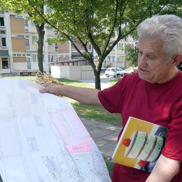 - Pod parking idealnie nadaje się teren między wieżowcem przy ul. Piastów, a szkołą - przekonuje Zbigniew Kurowiak.