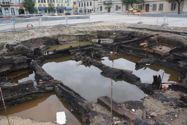 Ślady sieradzkiego ratusza na Rynku odkryte podczas rewitalizacji