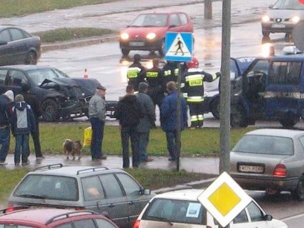 Do wypadku doszło około 13 na skrzyżowaniu Sikorskiego i Witosa.