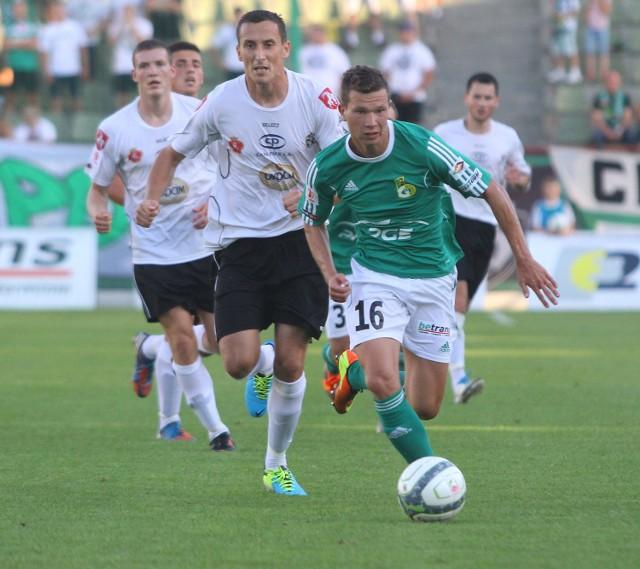 Najlepszym zawodnikiem PGE GKS w meczu z Termalicą był Mateusz Mak (przy piłce)