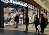 Zarobki w popularnych sieciówkach. Oto stawki w H&M, Reserved, Cropp, House, Pepco i innych popularnych sklepach. Ile płacą w 2021? Zobacz