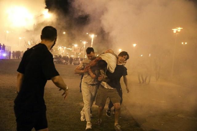 Wybory prezydenckie na Białorusi. Śmiertelna ofiara starć w Mińsku, Łukaszenka ogłasza zwycięstwo, opozycja mówi o sfałszowanych wyborach