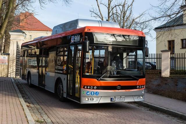 Takie pojazdy ZTM Rzeszów zamówił w fabryce z Sanoka.