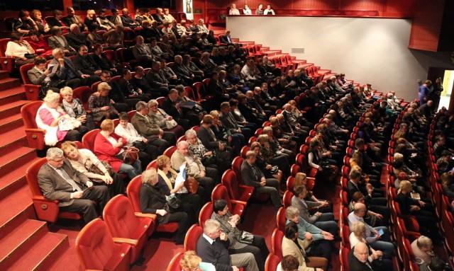 Od 6 czerwca kina, teatry, filharmonie i opery mogą wznowić działalność, ale z zachowaniem nowych zasad, m.in. widzowie mogą zająć tylko połowę miejsc na widowni