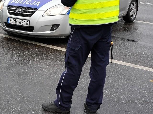 Nieodpowiedzialnej białostoczance policjanci zatrzymali prawo jazdy. Dodatkowo, została ona ukarana mandatem karnym w wysokości 400 złotych oraz otrzymała 10 punktów karnych.