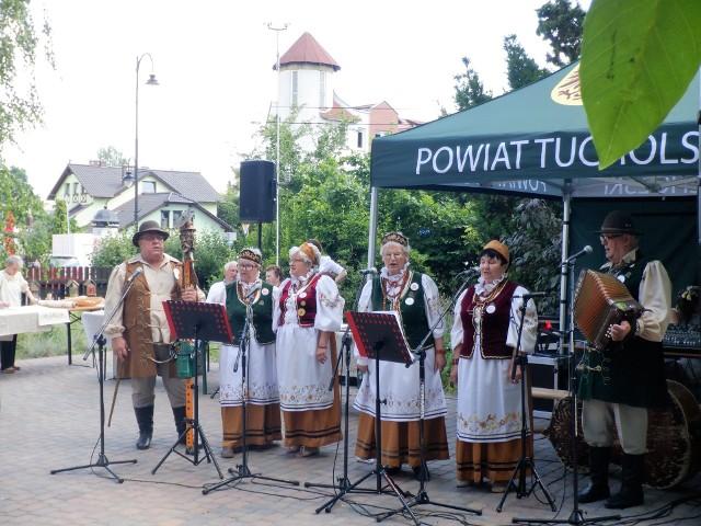 Występy zespołów folklorystycznych podczas Jarmarku Świętojańskiego w Tucholi