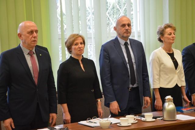 Od lewej: Zbigniew Daros, Iwona Wójcik, Jacek Tomasik i Elżbieta Grela. Po wyborach wszyscy zmienili swoje funkcje