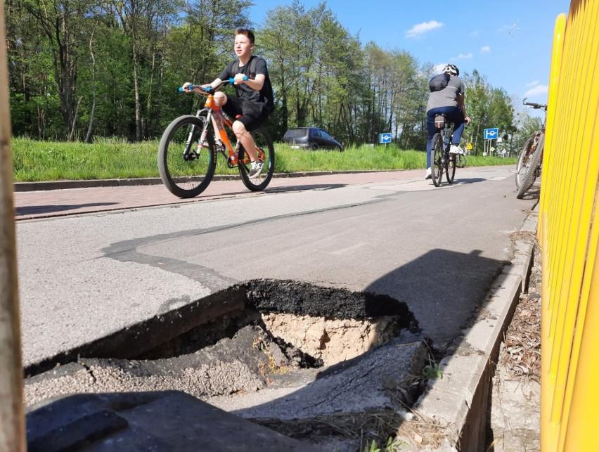 Tarnobrzeg. Rozpada się ścieżka rowerowa przy Wisłostradzie. Problemem osuwanie skarpy (ZDJĘCIA)