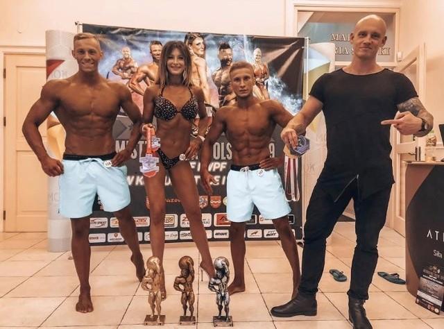 Była piłkarka ręczna Łysogór, Vive i Korony Handball Kielce Katarzyna Tutaj zmieniła branżę i zaczęła starty w …fitness bikini.  ZOBACZ PIĘKNE KIBICKI PIŁKI RĘCZNEJ