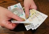 Pensja minimalna 2021 - tyle pracodawca musi płacić netto od stycznia. Ile dostaniesz na rękę?
