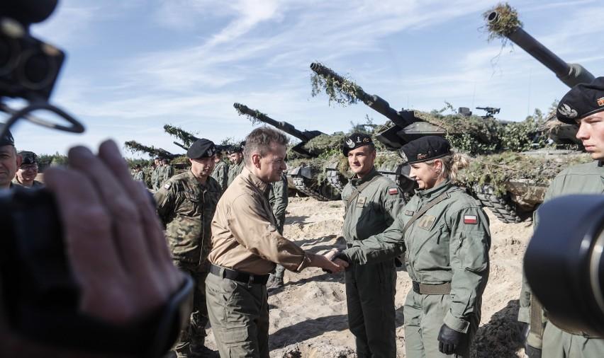 """Minister Obrony Mariusz Błaszczak obserwował ćwiczenia """"Szpicy NATO"""" w Nowej Dębie."""