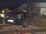 Kierowca ominął rogatkę i wjechał pod rozpędzony pociąg (zdjęcia)