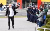 Kibice Zastalu Zielona Góra chcieli podziękować koszykarzom za udany sezon. Przyjechało kilkudziesięciu policjantów, pięcioma radiowozami