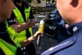Budzyń: Pijana kobieta mająca prawie 2 promile wiozła małe dzieci. Zatrzymała ją chodzieska policja, po informacji od innego kierowcy