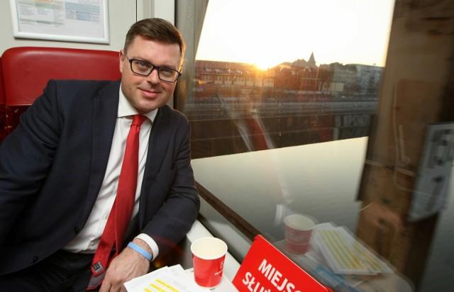 Jerzy Michalak podczas przejazdu pociągu z Wojnowa na Dworzec Nadodrze