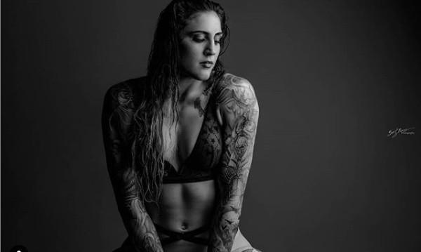 Australijka Megan Anderson, to 29-letnia zawodniczka MMA. Od swojego debiutu w 2013 roku Australijka wygrała dziewięć z trzynastu walk. Gwiazda MMA chętnie pokazuje również swoje ciało i tatuaże, a fani mieszanych sztuk walki dosłownie oszaleli na jej punkcie. Sami zdecydujcie czy słusznie...