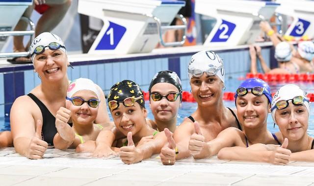 Otylia Jędrzejczak i minister sportu Danuta Dmowska-Andrzejuk trenowały w wodzie razem z uczestnikami Otylia Swim Tour