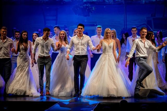 Podczas piątkowej gali finalistki Miss Podlasia 2021 i Miss Podlasia Nastolatek 2021 oraz finaliści Mistera Podlasia 2021 urządzili na scenie wesele, na którym zaprezentowali zjawiskowe kreacje.
