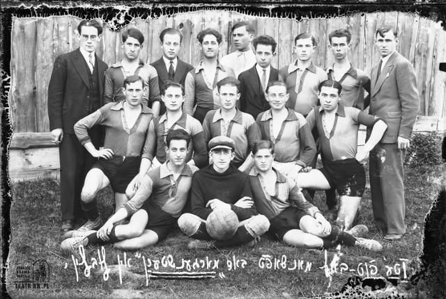 Podpis w języku jidysz: Drużyna piłkarska Morgenstern