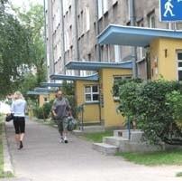 Blok przy ul. 1 Maja 3 należy do najdłuższych w mieście. Mieszkają tu dziesiątki ludzi, w tym osoby starsze oraz dzieci. W razie nieszczęścia liczba ofiar byłaby ogromna.