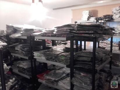 ac2861772c64c1 zobacz galerię (6 zdjęć). Policjanci zlikwidowali w Opolu nielegalną  hurtownię podrobionych ubrań i perfum.