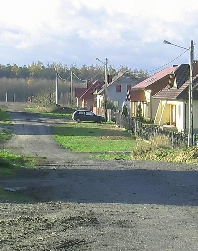 Z produkcji rolnej mają zostać wyłączone drogi na os. Parkowym, ale procedura obejmuje także kilka dróg na nowszym osiedlu - Truskawkowym.
