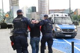 Chciał zdetonować auto przed komisariatem policji. Chciał zabić jak najwięcej funkcjonariuszy! Zamach na policjantów w Warszawie!