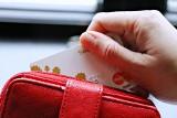 51-latka przywłaszczyła sobie cudzą kartę i płaciła nią za swoje zakupy. W sumie wydała 500 zł!