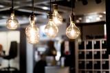 Ceny prądu. W wielu domach używane jest przestarzałe oświetlenie, które wpływa na wyokość rachunków za prąd