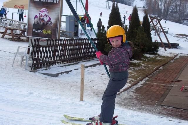 Krótkie narty na początek to dobry wybór. Na zdjęciu Ola w Dolinie Szczęścia w Szklarskiej Porębie.