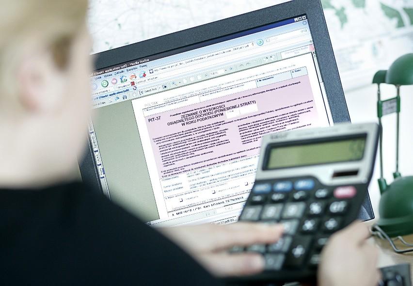 Elektroniczne rozliczanie zeznań podatkowych pozwala nie tylko uniknąć kolejek, ale i błędów przy wypełnianiu deklaracji - program sam dokonuje obliczeń