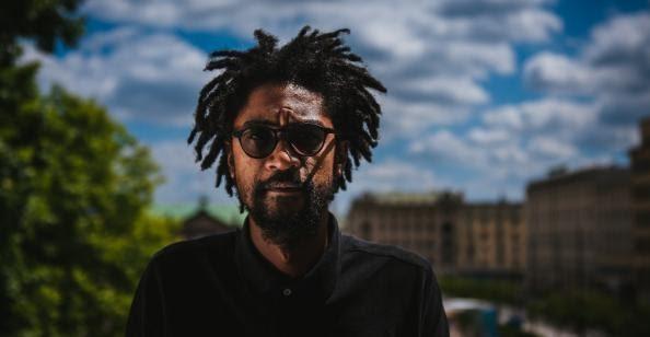 O kształt przyszłorocznego programu zadba ceniony angolski artysta interdyscyplinarny Nástio Mosquito.