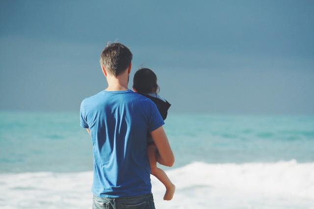Dzień Ojca 2018: Kiedy jest Dzień Ojca? Kiedy złożyć życzenia na Dzień Ojca 2018? Wierszyki i życzenia SMS na Dzień Ojca