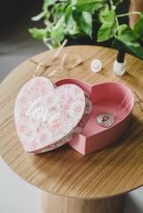 Prezent na Walentynki 2021 dla kobiety. Sprawdź, co podarować na Walentynki swojej ukochanej