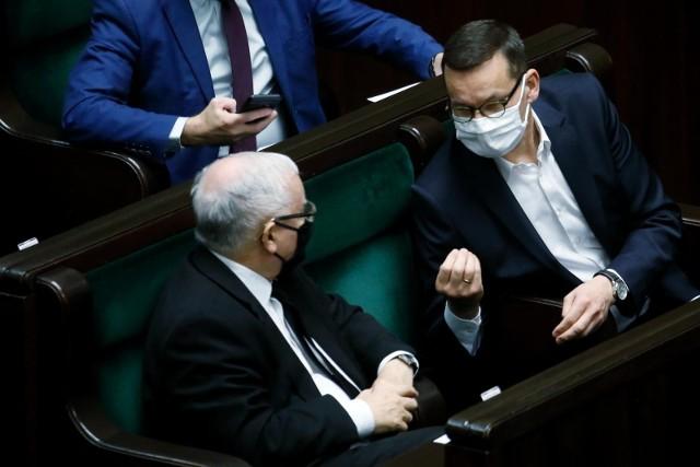 """Premier Mateusz Morawiecki """"znokautował konkurentów"""". Na szefa rządu wskazało 34 proc. respondentów."""