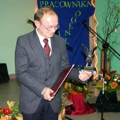 Edmund Adam Śladowski odebrał statuetkę społecznika roku 2007. W tym roku sam ją wręczy zwycięzcy. Komu? Okaże się 21 listopada.